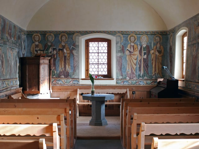 La baselgia da Lüen en il Scanvetg, in dals paucs edifizis dal temp enturn 1000 en il Grischun. Las frescas èn vegnidas aschuntadas pli tard, durant il temp gotic.
