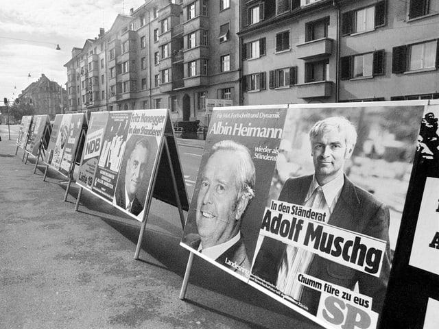 Adolf Muschg wirbt 1975 um Wähler – trotz engagiertem Kampf letztlich aber erfolglos.