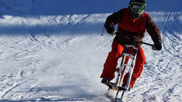 Video «Der erste Snowbike Speedrekord (Winter-Challenge 13-1)» abspielen