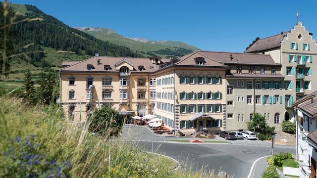 Purtret da l'hotel Schweizerhof a Vulpera.
