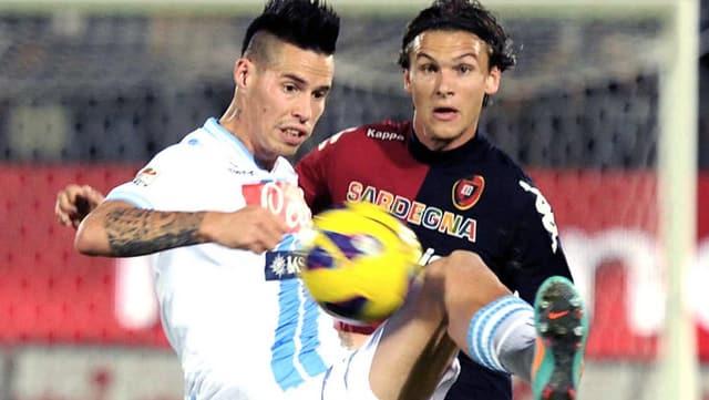 Marek Hamsik (links) schoss das einzige Tor für Napoli gegen Cagliari.