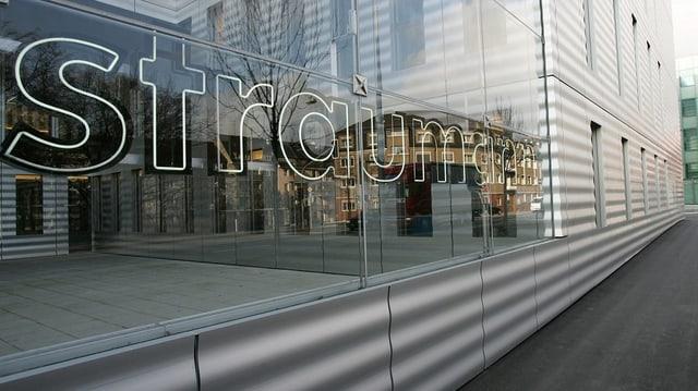 Straumann-Schriftzug auf Gebäude