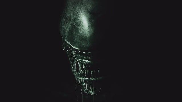 Frontalansicht von H. R. Gigers Filmmonster (Filmplakat von «Alien: Covenant» aus dem Jahr 2017).