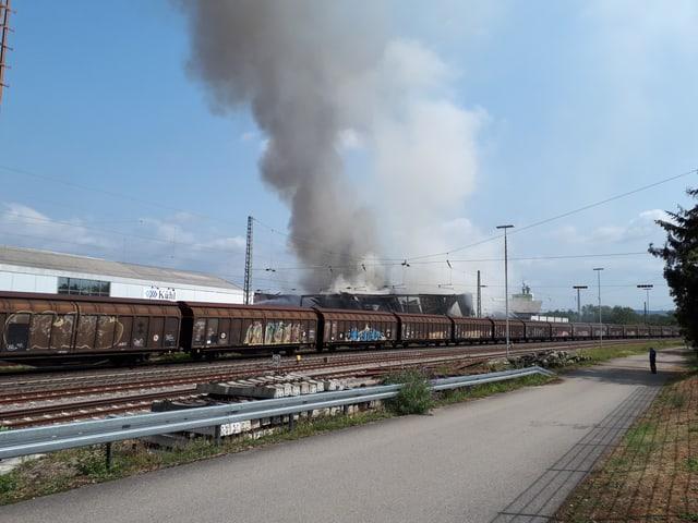 Die Rauchsäule war in der ganzen Region sichtbar.