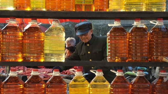 Mann auf Markt. (Archiv)