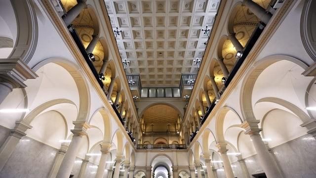Blick in die Halle im Hauptgebäude der ETH Zürich