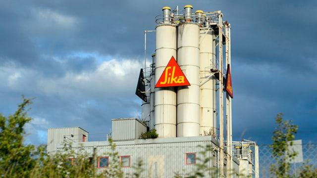 Blick auf eine Sika-Fabrik