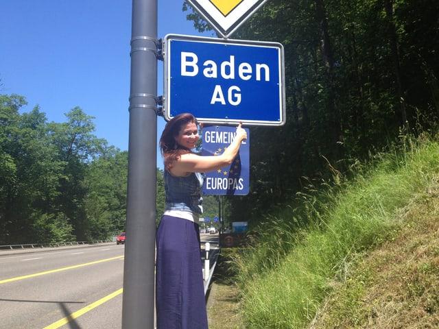 Stolz präsentiert SRF 3 Moderatorin Judith Wernli ihre Heimat Baden.