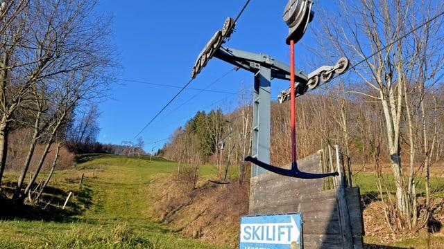 Skilift im Grünen.