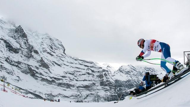 Ein Schweizer Fahrer startet am Lauberhorn