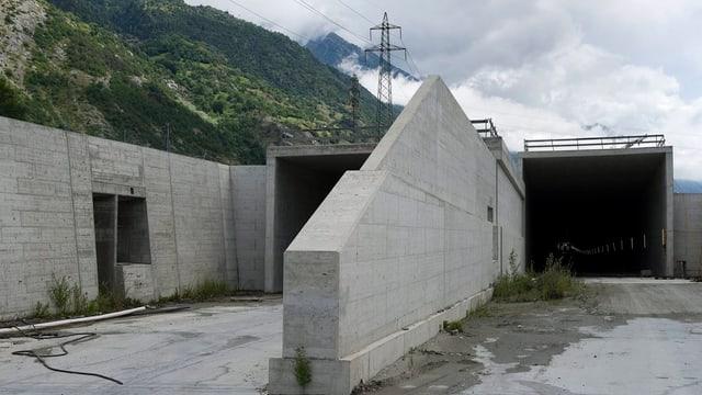 Tunnelportal bei Susten.