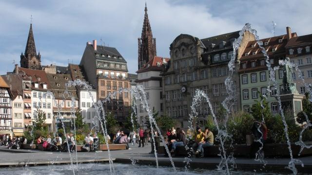 Funtauna e chasas sin il Place Kléber a Strassburg.