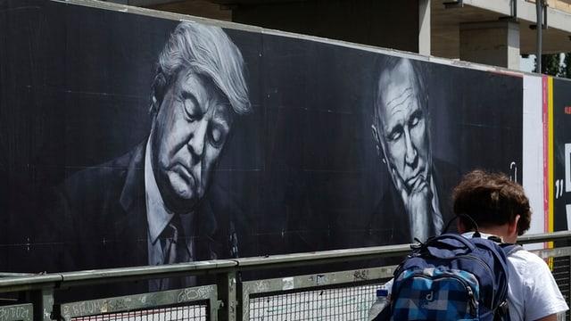 Trump und Putin als Wandmalerei.