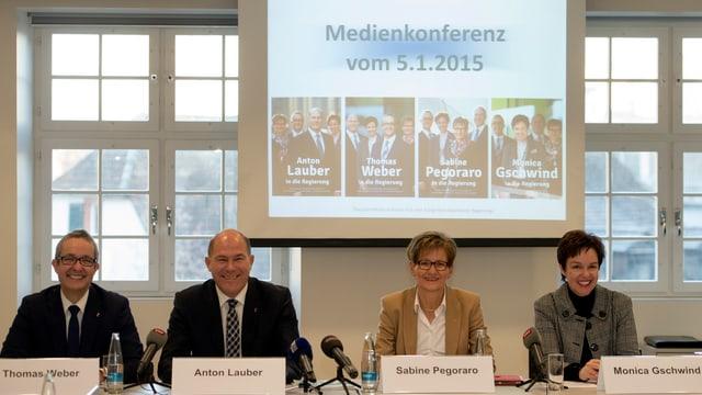 Thomas Weber, Anton Lauber, Sabine Pegoraro und Monica Gschwind an einer Medienkonferenz.