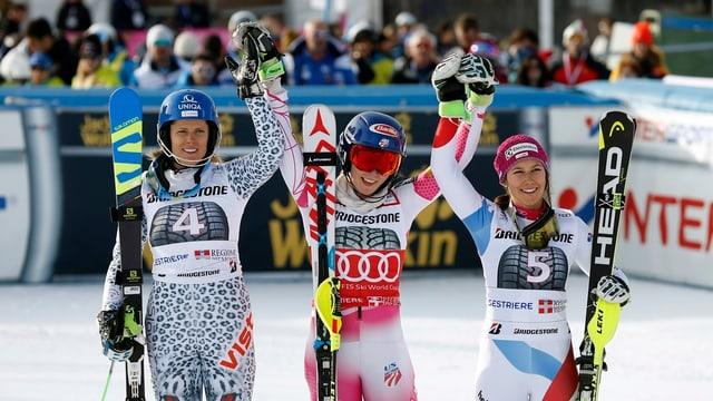 Mikaela Shiffrin (mez) gudogna la cursa. Segunda vegn Veronika Velez Zuzulova (sanester) e Wendy Holdener terza.