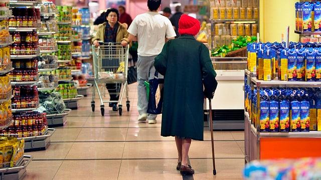 Ina stizun cun consuments e rauba da cumprar en las curunas.