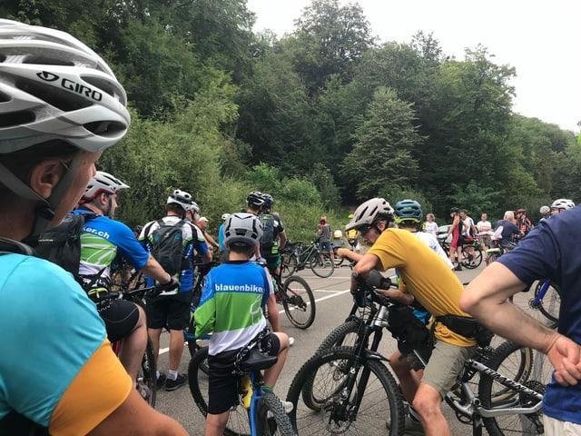 Ein Jahr danach: Am frühen Mittwochabend trafen sich rund 150 Velofahrerinnen und Velofahren am Gempen.