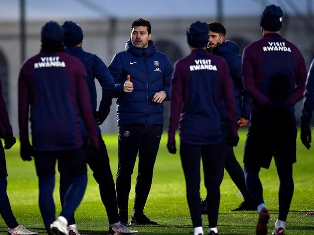 Mauricio Pochettino gibt seinen Spielern Anweisungen.