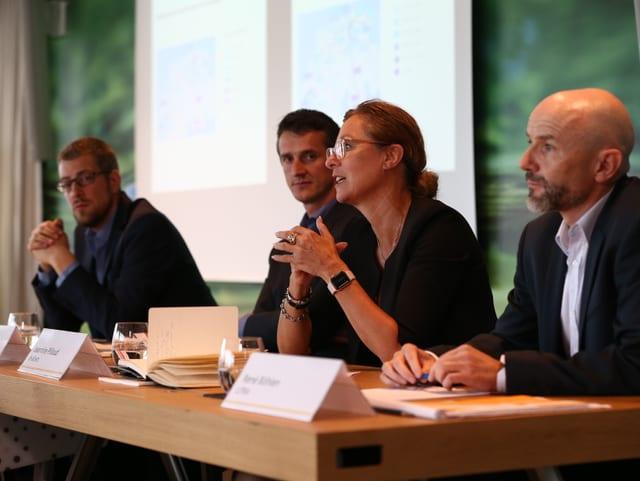 Remo Zandonella (Infras), Daniel Sutter (Infras), Jeannine Pilloud (ch-direct) e René Böhlen (Litra).