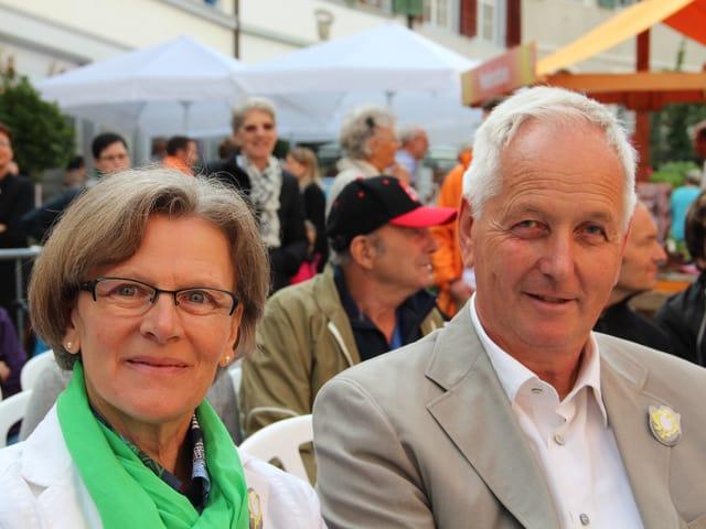 Rosemarie und Josef Windlin warten auf den Auftritt von Flurin Caviezel in der Sendung «Persönlich».