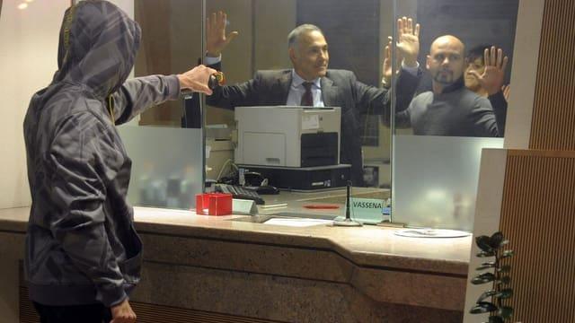 Übung der Tessiner Polizei in einer Bank