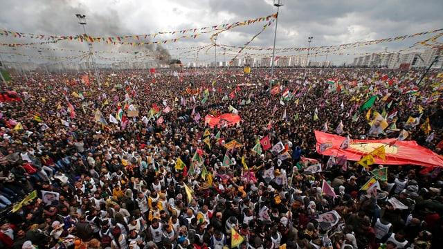 Eine riesige Menschenmenge.