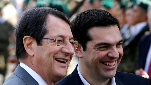 Nicos Anastasiades und Alexis Tsipras strahlenübers Gesicht.