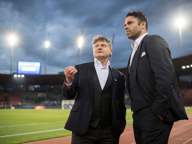 FCZ-Präsident Ancillo Canepa und Trainer Uli Forte stehen im Letzigrund-Stadion.