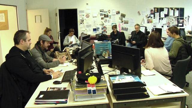 Sitzungszimmer mit Redaktoren.