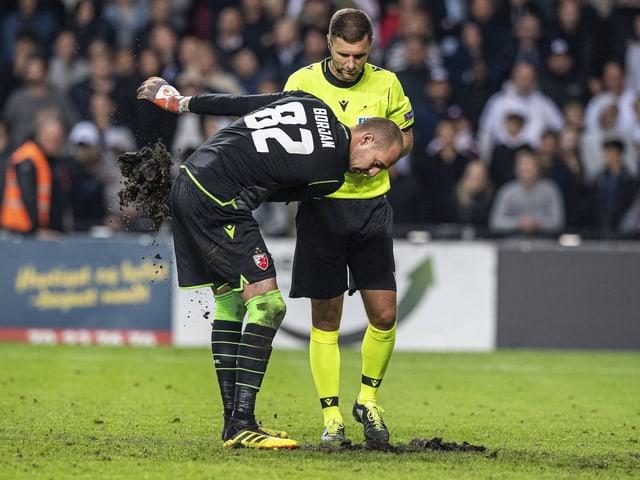 Milan Borjan vor seinem Penaltyversuch im Spiel gegen Kopenhagen.