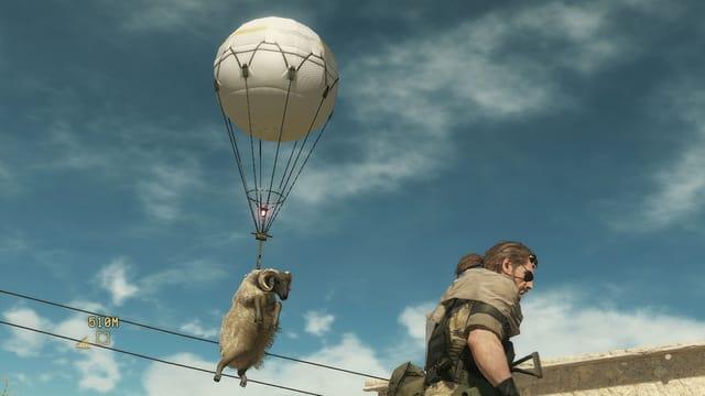 Ein Schaf hängt an einem Ballon.