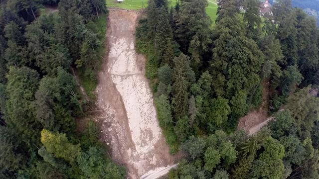 Erdrutsch oberhalb der Hergiswaldstrasse.
