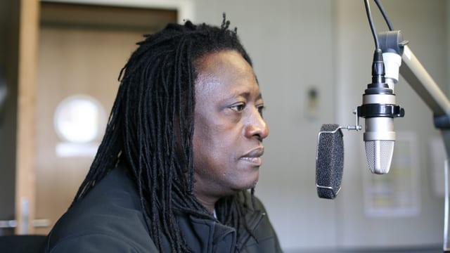 Habib Koité zu Gast im Studio von SRF 2 Kultur.