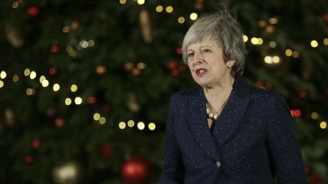 Purtret da Theresa May durant ina conferenza da pressa.