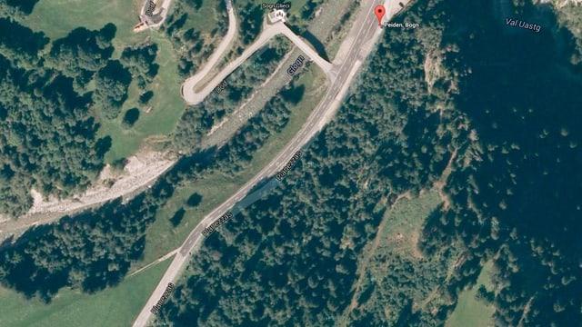 In purtret da Google Maps mussa da surengiu co la via da funs veseva ora avant la meglieraziun.