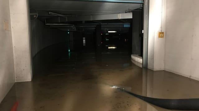 Überschwemmtes Parkhaus.