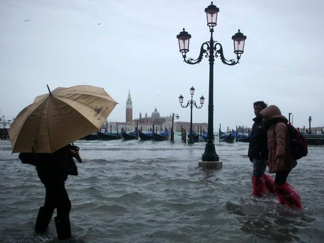 Überflutung am Marcus Platz in Venedig.