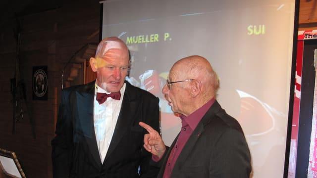Peter Müller, Ex-Skirennfahrer im Gespräch mit dem ehemaligen Trainer Karl Frehsner.