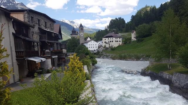 La Val Susasca sbuorfla amez Susch en il flum En