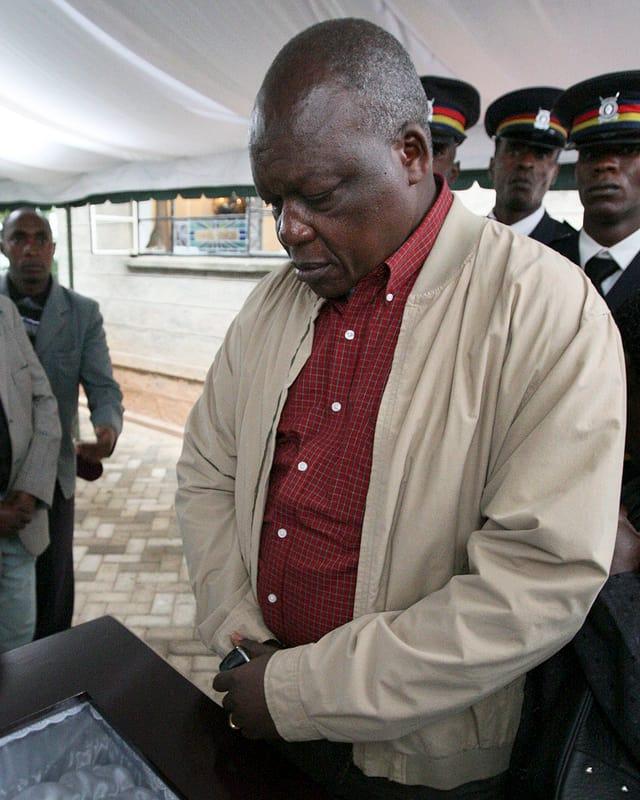 Der kenianische Funktionär David Okeyo während einer Trauerfeier