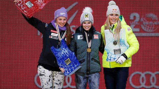 Las skiunzas Tina Maze, Anna Fenninger e Lindsey Vonn cun lur medaglias.