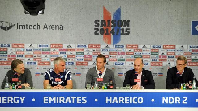 Vorstandsvorsitzender Beiersdorfer, Trainer Slomka, Medienchef Wolf, GRF-CEO Thoma und Marketing-Vorstand Hilke.
