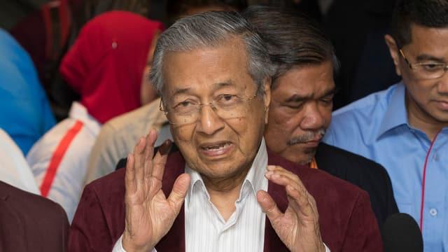 Mahathir Mohamad während einer Erklärung.