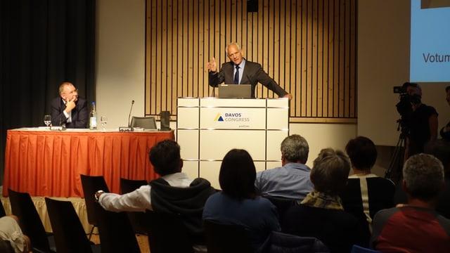 Alois Zwinggi vom WEF (links) und Tarzisius Caviezel,