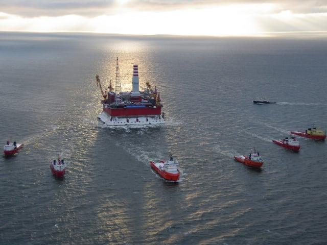 Die russische Offshore-Bohrplattform «Priraslomnaja».