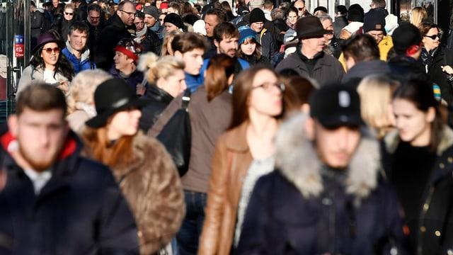 Eine Menschenmenge.