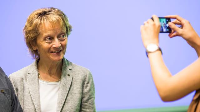 Eveline Widmer-Schlumpf durant ina conferenza da pressa.