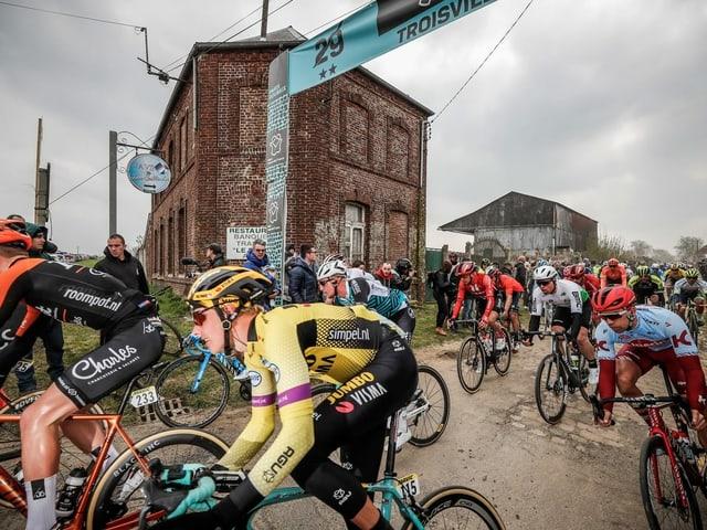 Der Eintages-Klassiker Paris-Roubaix.