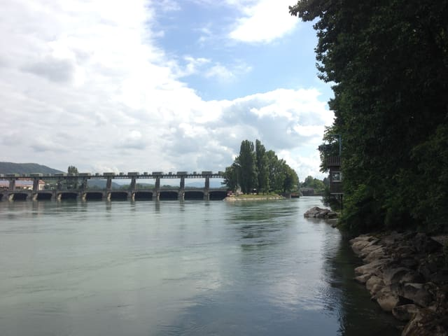 Kraftwerk und Ufer
