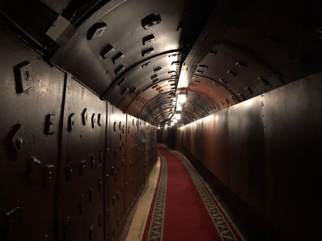 Insaquants meters dal bunker che Stalin ha bajegià sco lingia da Metro.